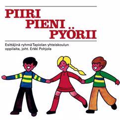 Ryhmä Tapiolan Yhteiskoulun oppilaita: Sirkusparaati