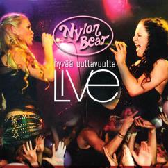 Nylon Beat: Hyvää Uuttavuotta (Live)