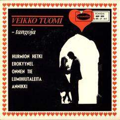 Veikko Tuomi: Tangoja